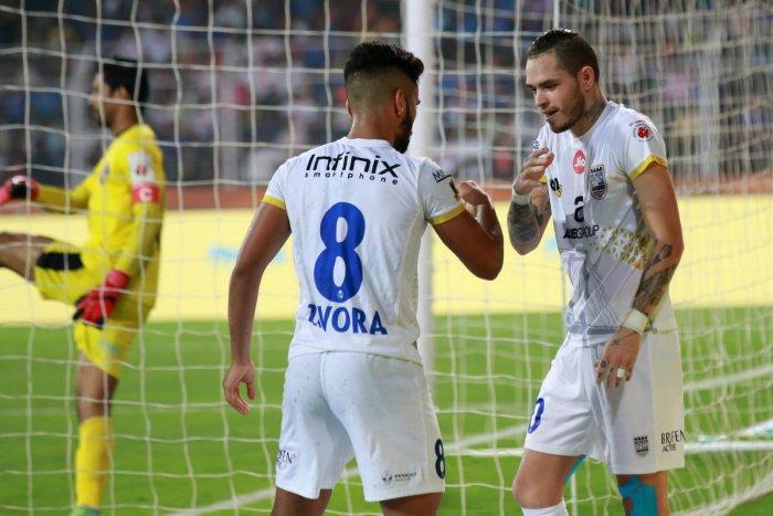Mumbai fight past 10-man Goa
