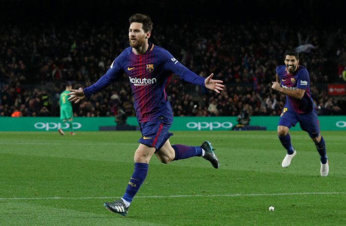 Messi strikes late to down Alaves