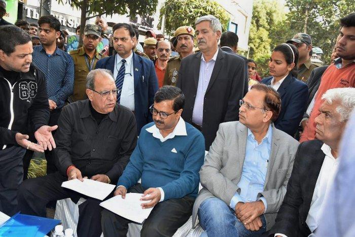 Delhi govt to move SC seeking 'temporary ban' on sealing drive