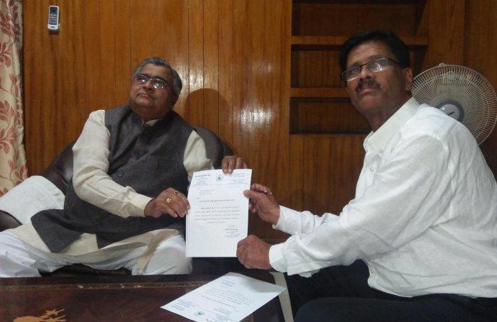 Haladi resigns as MLA; set to join BJP