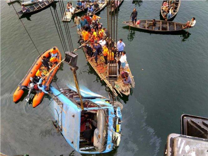 Murshidabad bus tragedy : Toll rises to 43