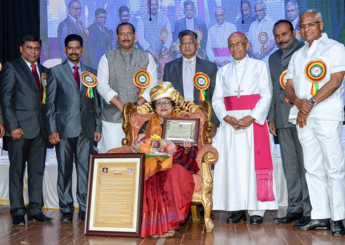 Konkani Catholics receive awards