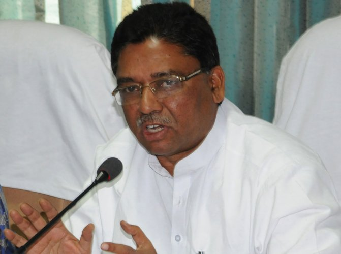 Cong dares Modi to dismiss Karnataka govt on corruption charge
