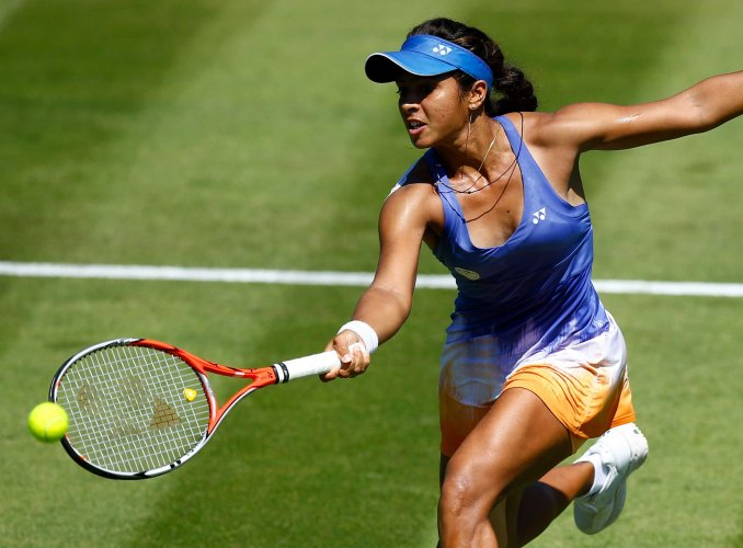 India stumble to defeat against China