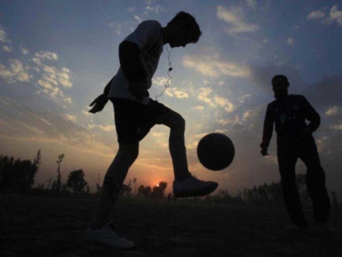 Ball games may boost bone health in school kids: study