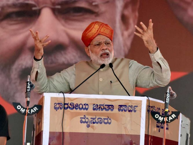 Choose between 'commission' govt and 'mission' govt: Modi