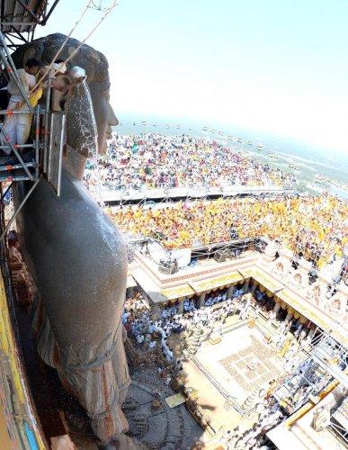 5 lakh devotees had Bahubali's darshan in last 4 days
