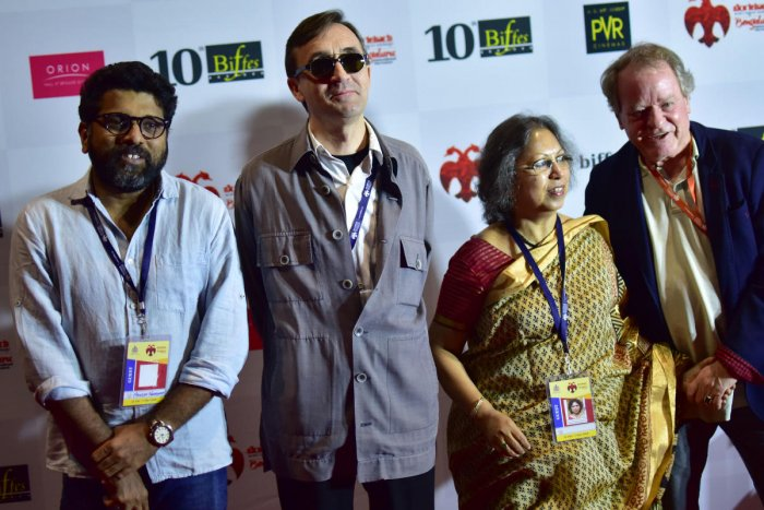 Now possible to make movies without big crews: directors