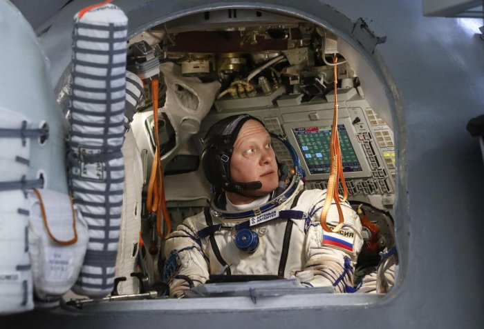 'Happy space suits' may prevent depression in astronauts