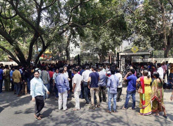 Sridevi death: Fans wait for last glimpse, celebs throng Anil Kapoor's house