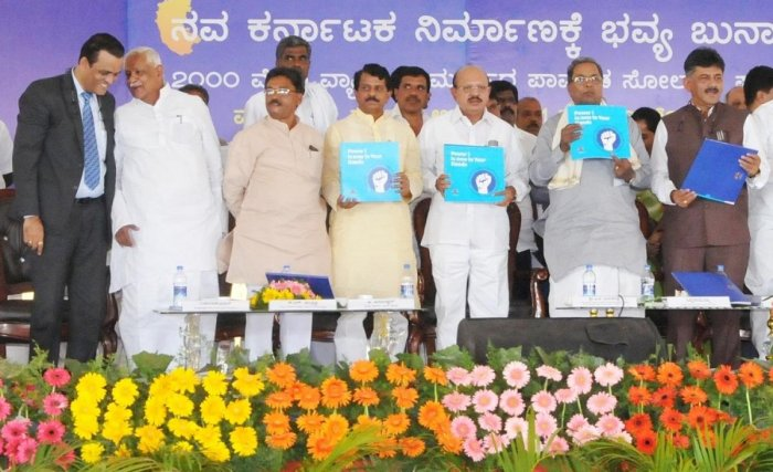 CM dedicates Pavagada solar plant to nation