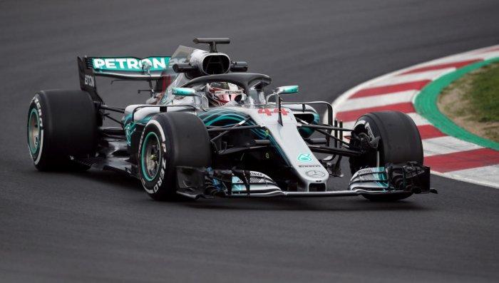 Champ Hamilton fastest in first test