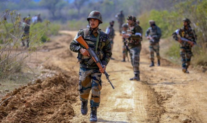 Pak troops shell areas along LoC in Rajouri