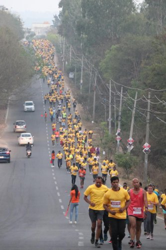 3000 people run to raise funds