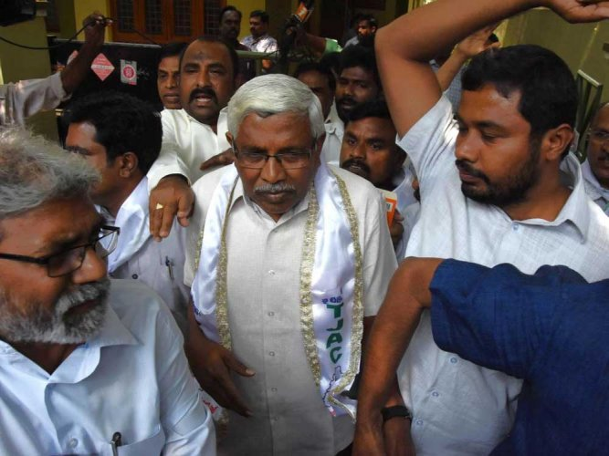 Prof Kodandaram and TJAC leaders arrested, Tank Bund shut down