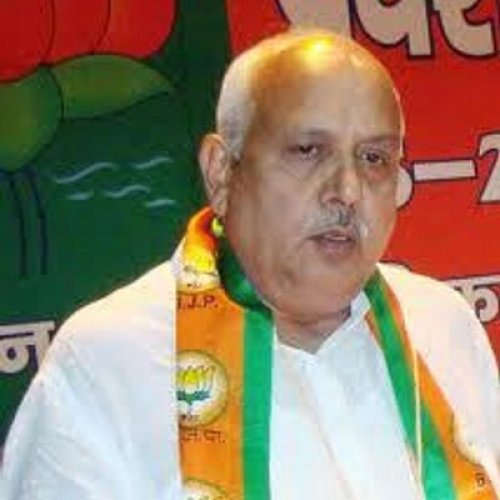 BJP minister threatens toll plaza employees in UP