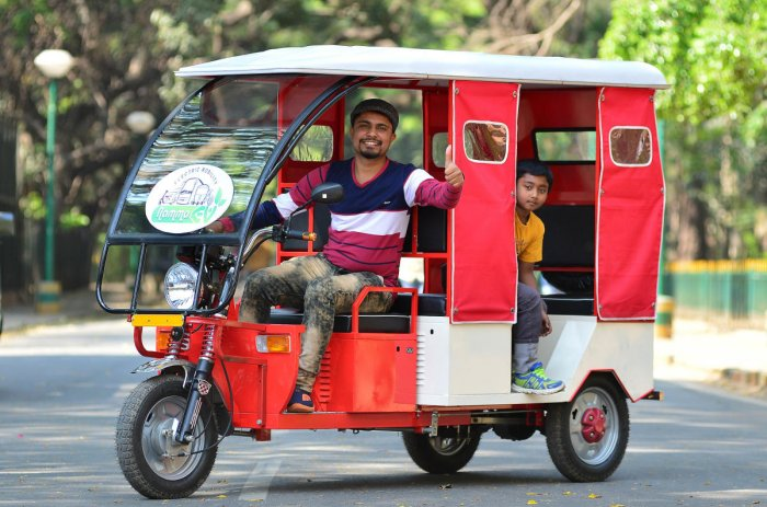 Electric vehicles highlight of Less-traffic Day