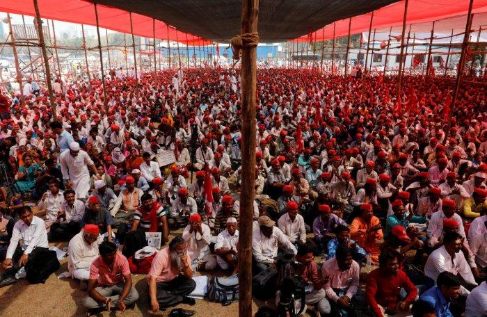 Dabbawalas, Mumbaikars provide food to protesting farmers