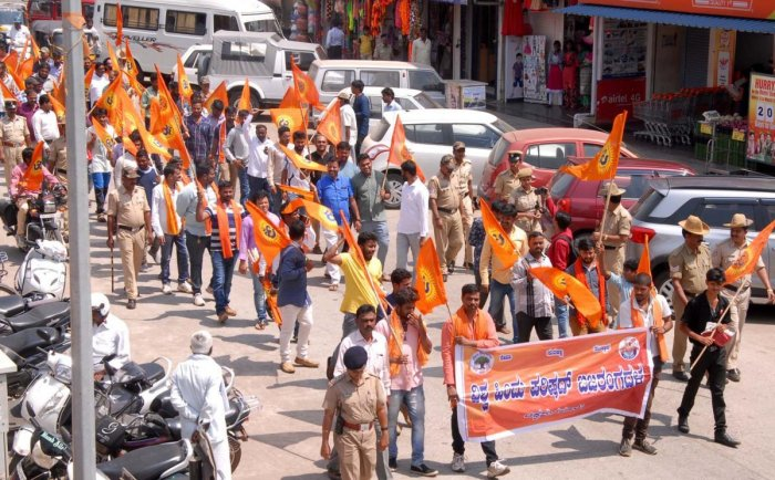 Hindu outfits stage protest