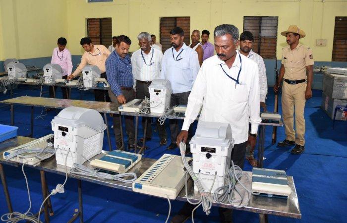 Poll panel begins mock testing of EVMs