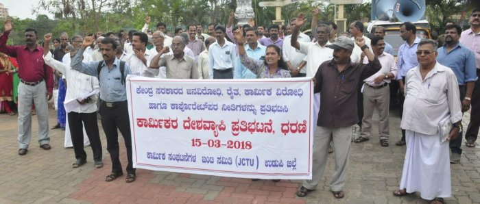Labourers demand social security