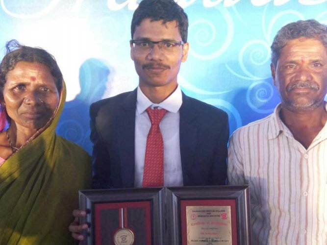 Mason's son from Yadgir becomes doctor, wants to opt for rural service