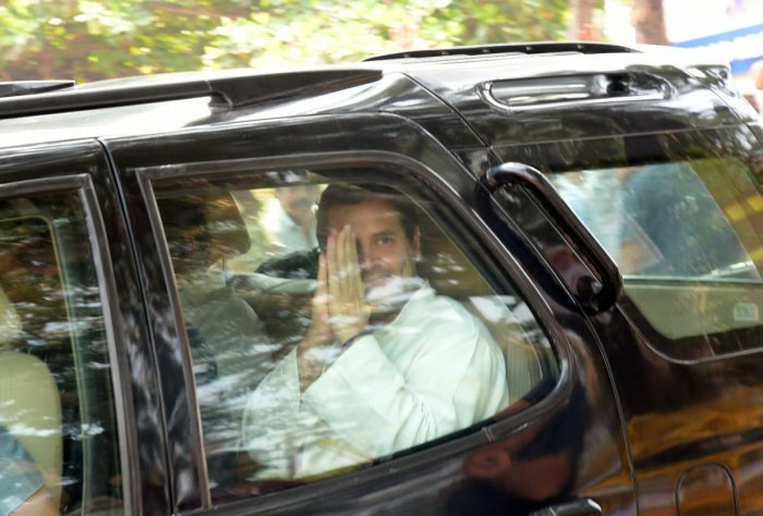 AICC chief imparts unity lessons to Cong leaders