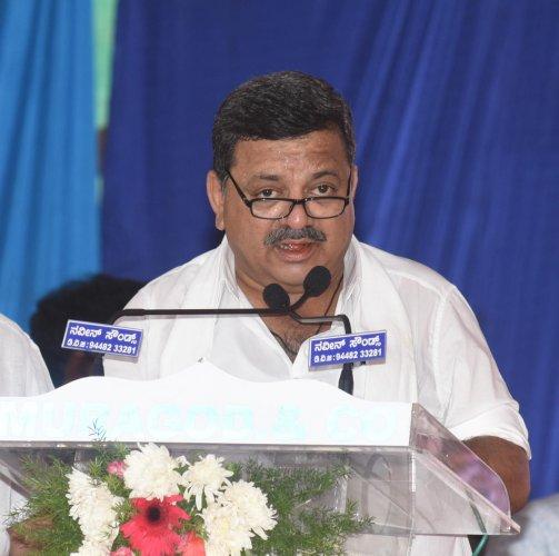 Mallikarjun flays Patil for dividing Veerashaiva-Lingayat house