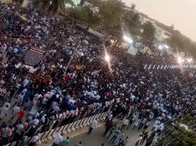 Thousands join to protest against Sterlite plant  in Thoothukudi
