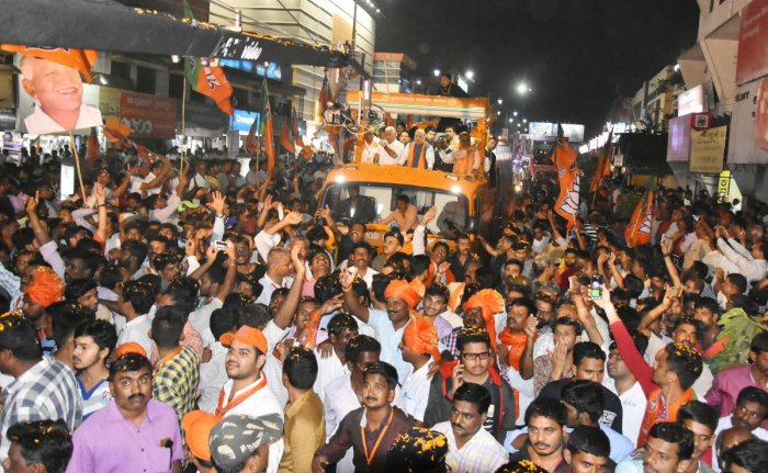 Amit Shah sees pro-BJP 'tsunami' in Karnataka