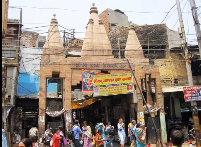 'Dhoti-Kurta' clad cops for Kashi Vishwanath temple security
