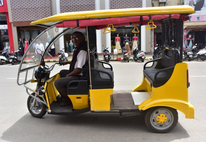 Permits for 5,000 e-rickshaws, 25,000 CNG autos in 5 years
