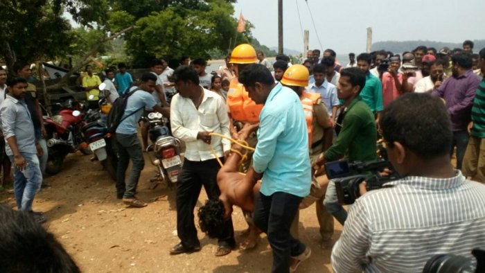 Man attempts suicide by leaping into Kali river thrice, rescued by police, fire services
