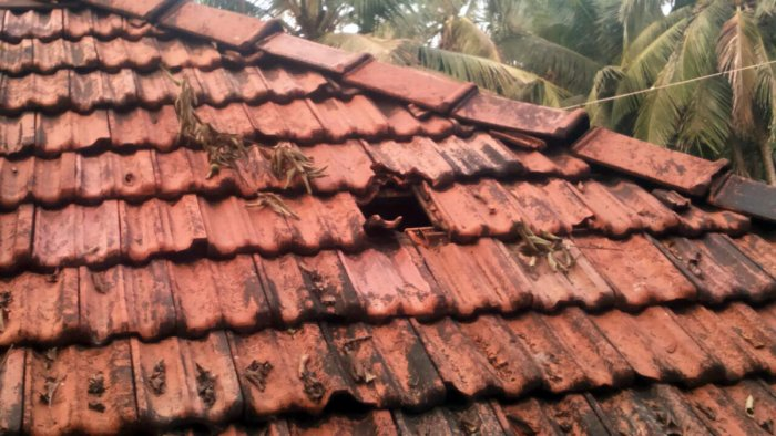 Explosion in stone quarry damages house