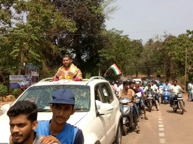 Soldier gets rousing welcome in Uppinangady