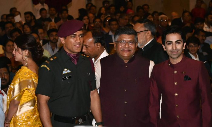 Dhoni, Pankaj Advani receive Padma Bhushan at Rashtrapati Bhavan