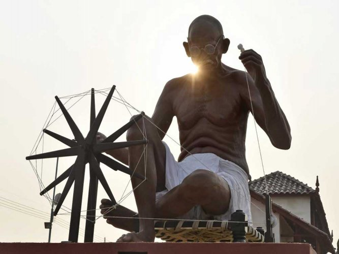 Man who protected Gandhi from rioters dead