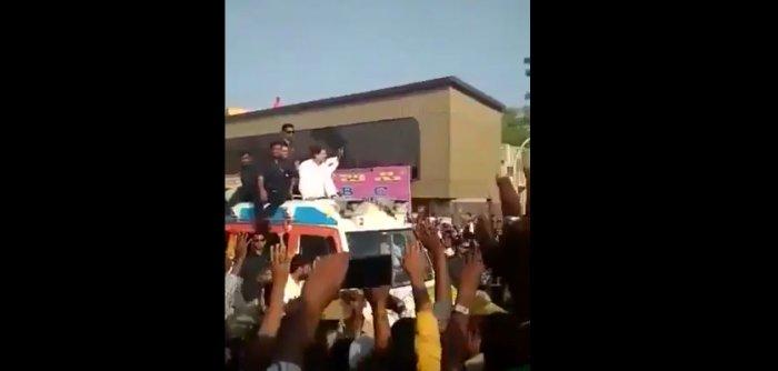 Garland hits bullseye at Rahul Gandhi roadshow (Watch Video)