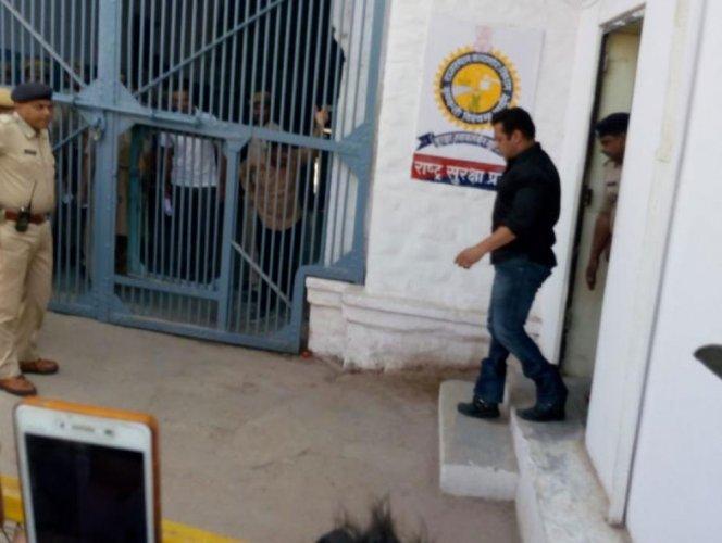 Sleepless night for Salman inside Jodhpur Jail