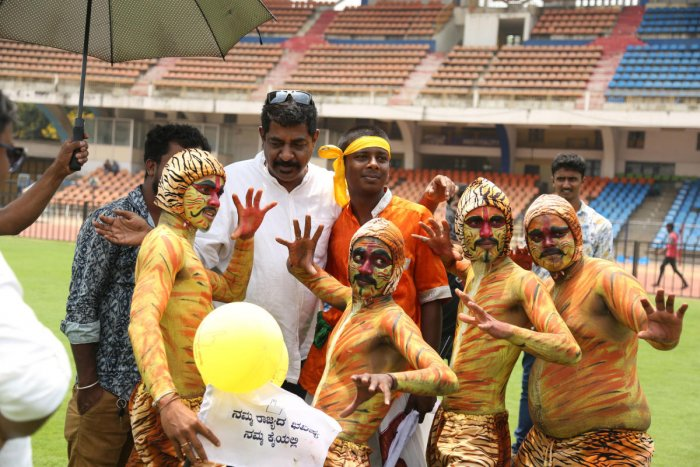 Election anthem grooves to Yogaraj Bhat's wit