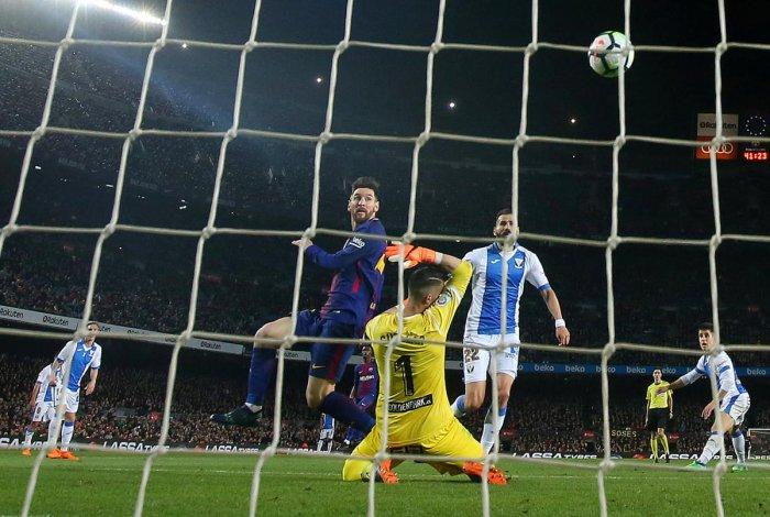 Messi hat-trick powers Barcelona