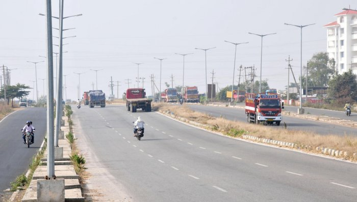 Darkness looms on 42-km ORR due to lack of streetlights