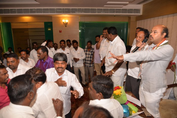 Dalit leaders vent ire against CM Siddaramaiah, son, meeting called off midway