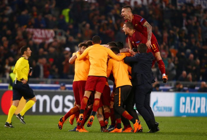 Soccer-Roma dump Barca out of Champions League with stunning win