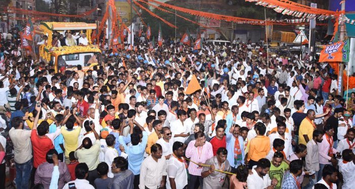 Amit Shah holds colourful roadshow