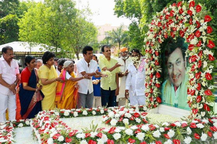 Raj remembered on 12th death anniversary