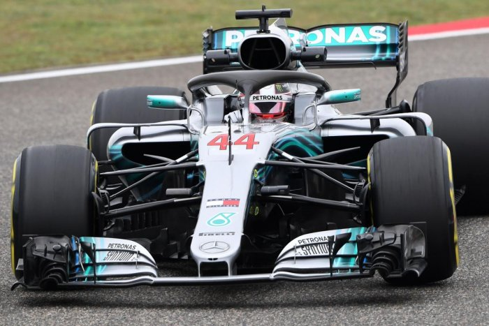 Hamilton edges Raikkonen in practice