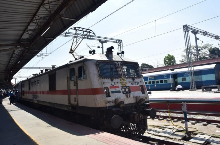 Six wagons of goods train travel without engine