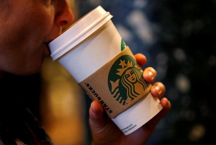 Starbucks CEO apologizes to 2 black men arrested