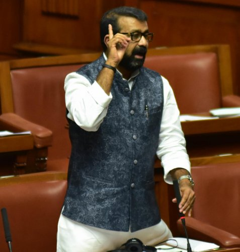 MLA NA Harris seen apologising for his son Mohammed Nalapad assault incident during the Assembly Session at Vidhan Soudha, in Bengaluru on Tuesday. Photo/ B H Shivakumar